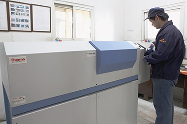 The ARL-3460 model 16-channel direct-reading spectrometer imported from Switzerland can quickly and accurately detect the chemical components of the furnace to ensure that all product components are 100% qualified.