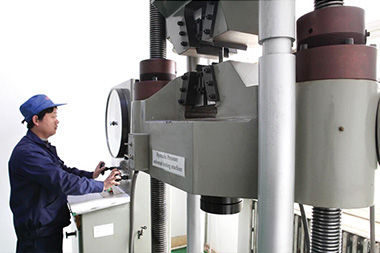 The full-automatic universal mechanical testing machine is capable of carrying out mechanical verification on all kinds of metal material.