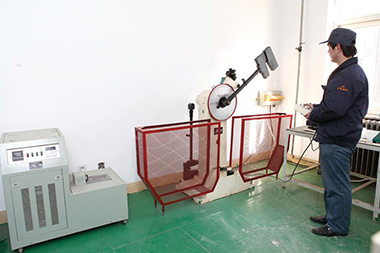 Low temperature impact Test Machine can meet the requirements of Room temperature from 20 degrees Celsius to minus 60 degrees Celsius