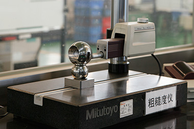 Roughness meter by Japanese Mitutoyo can inspect the surface roughness precisely.